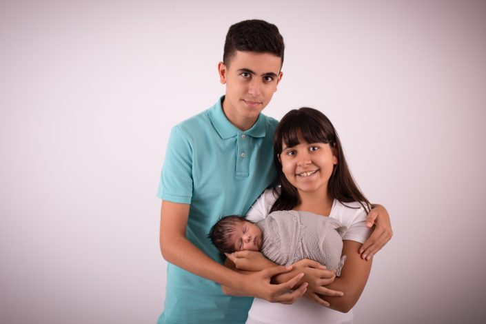 geschwister-mit-baby