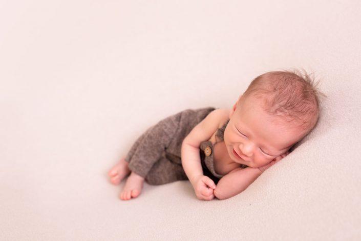 neugeborenes-laechelnd