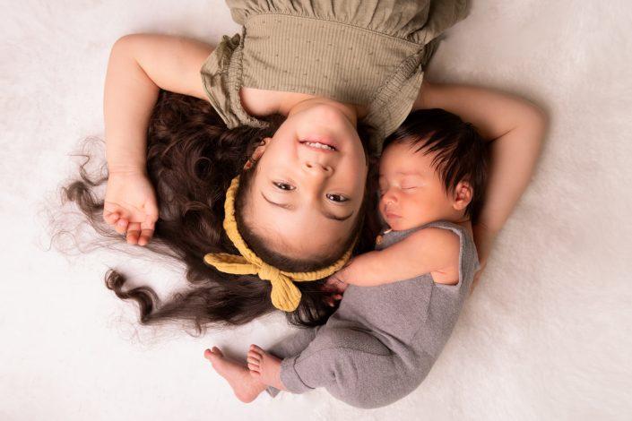 baby-mit-schwester-foto