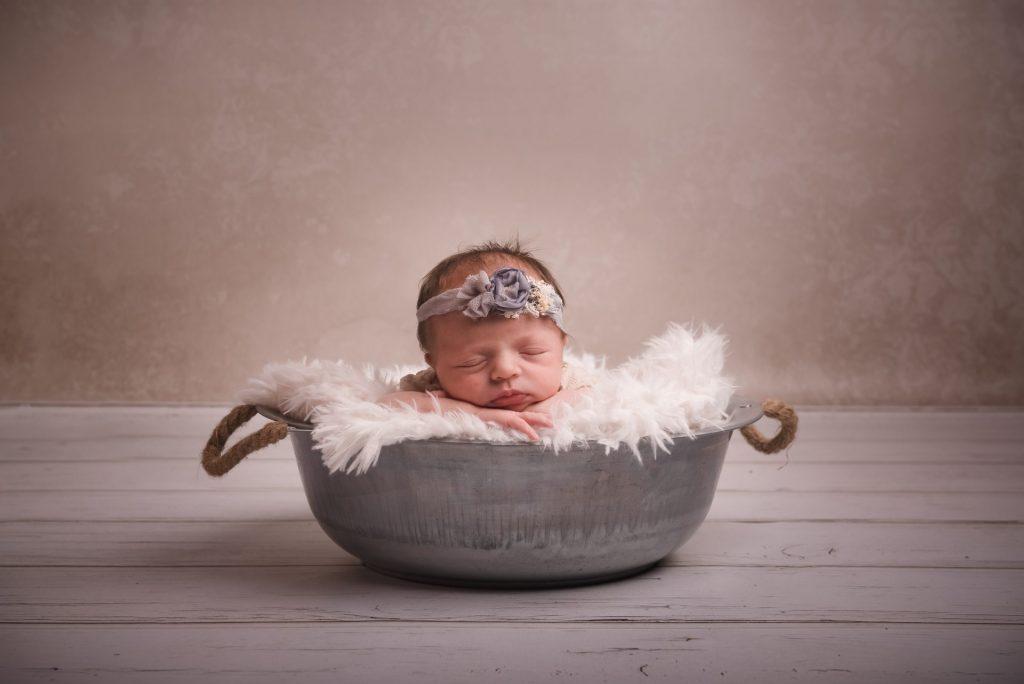 neugebornens-schale-babyshooting
