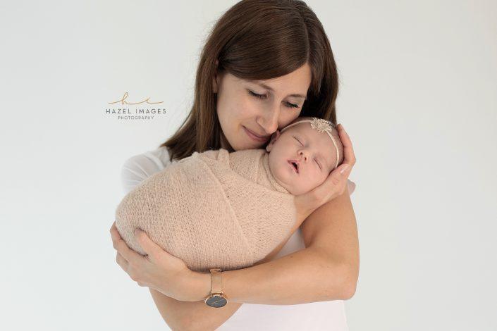 mutter-mit-neugeborenem