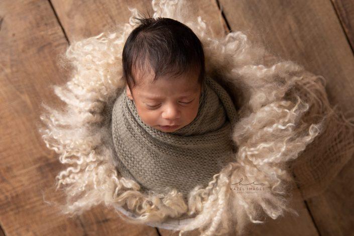 Neugeborenes-in-tuch