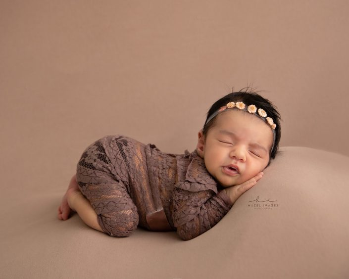 Neugeborenes schlafend