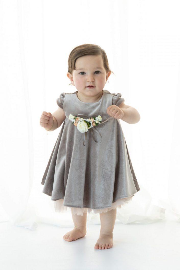 Baby in Kleid